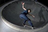 Девушка на скейте