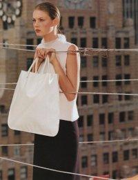 Белая сумка всегда актуальна