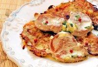Медальоны из свинины с картофельными оладьям