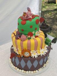 Свадебный торт в стиле «Алисы в стране чудес»