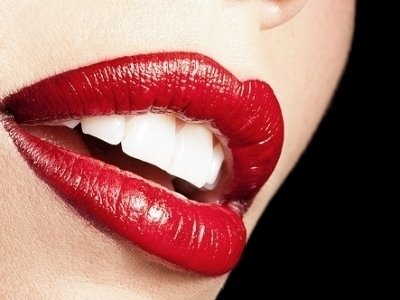 Ошибки макияжа: красные губы