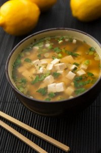 Мисо-суп с тофу и зеленым луком