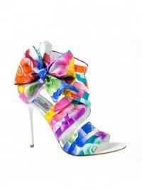 Яркая обувь от Braccialini