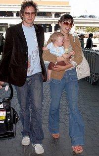 Мила Йовович с малышкой Эвер и мужем