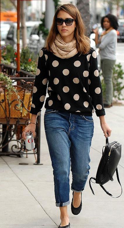 Джессика Альба в джинсах бой-френда