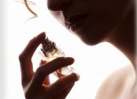 Как продлить аромат духов