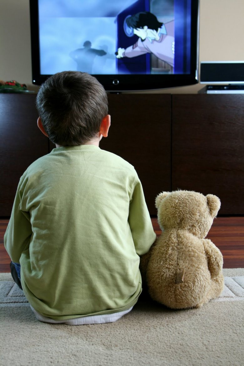 a look at the effects of the television on children