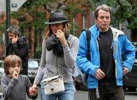 Сара Джессика Паркер на прогулке с мужем и ребенком