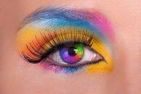Цветной глаз - тренд или пошлось