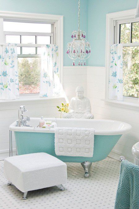 Дизайн ванной комнаты в пастельном голубом цвете