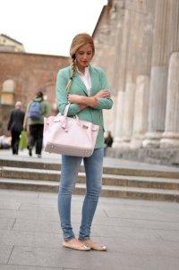 Простой и стильный наряд для прогулки по городу