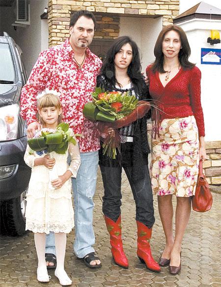Альбина Джанабаева биография, фото, личная жизнь, муж и дети