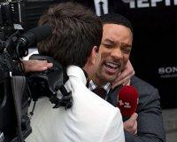 Журналист Виталий Сердюк поцеловал Уилла Смита и отхватил по лицу