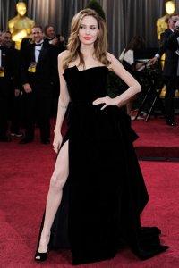 Нога Анджелины Джоли появилась в твиттере