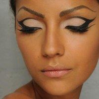 Шикарные стрелки в макияже глаз