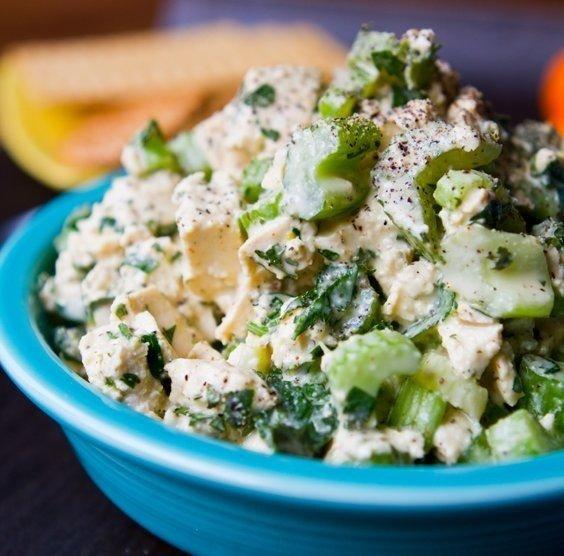 Салат из сельдерея и тофу