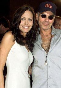 Бывший муж Анджелины Джоли посвятил ей свою книгу