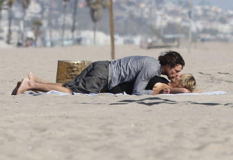 Секс на пляже с Шэрон Стоун