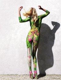Lara Stone и боди-арт