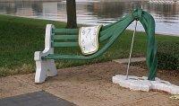 Сюрреалистическая скамейка