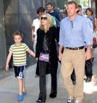 Мадонна вышла на сцену с сыном