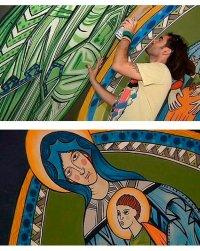 Граффитчики расписывают стены церкви