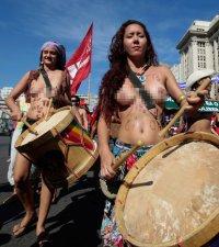 Голый карнавал в Рио-де Жанейро