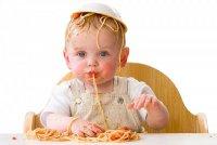 Когда вводить в рацион ребенка твердую пищу