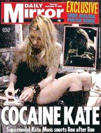 Кейт Мосс нюхает кокаин