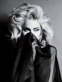 Мадонна боится, что ее ДНК могут украсть