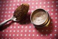 Домашний мятно-шоколадный бальзам для губ