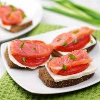 Бутерброды с сыром и копченым лососем