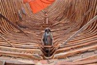 Фото дня: плотник в порту Карачи
