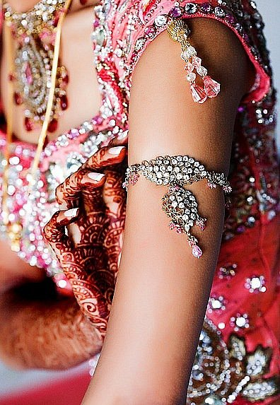 Индийские украшения: бааджюбанд