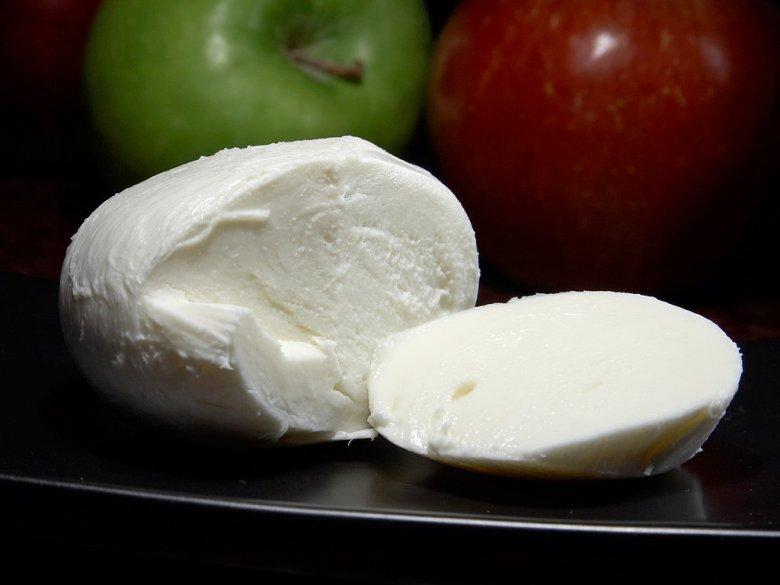 Закуски к вину: сыр Моцарелла