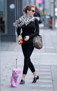 Эмма Уотсон и розовый пудель Саша