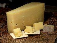 Закуски к вину: сыр Чеддер