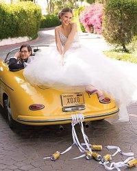 Свадебная фотосессия в ретро-машине