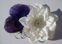 Свадебная брошь с фиолетовыми перышками