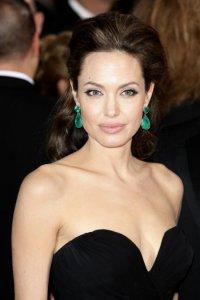 Выставлена на продажу коллекция ювелирных украшений от Анджелины Джоли
