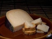 Закуски к вину:  сыр Гауда