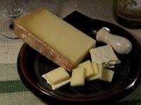 Закуски к вину:  сыр Бофор