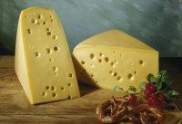 Закуски к вину:  сыр Эмменталь