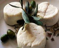 Закуски к вину:  сыр Шабишу дю Пуато