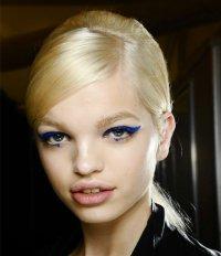 Тенденции макияжа 2012: синие стрелки