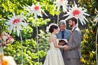Гигантские цветы для свадебного украшения