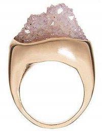 Природная красота драгоценных камней: кольцо с аметистом
