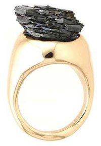 Природная красота драгоценных камней: кольцо с черным гематитом