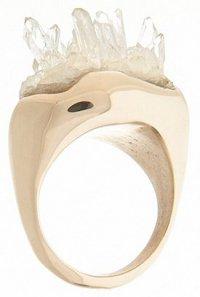 Природная красота драгоценных камней: кольцо с кварцем