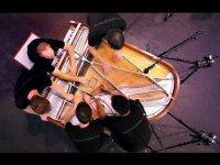 Пять музыкантов и один рояль